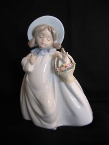 "LLADRO ""DREAMS"" FIGURINE"
