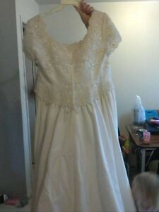 Wedding gown. New. Tags still on it Belleville Belleville Area image 5