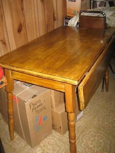 Vintage Pine Table with side leafs