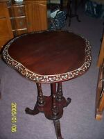 TABLE COIN  STYLE MAROCAIN  3 PATTES