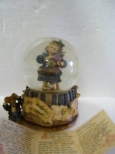 Boyds Bears Musical Water Globe Collectible