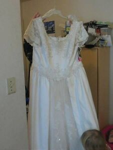 Wedding gown. New. Tags still on it