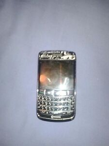 Blackberry Bold 9700 WITH EVERY ACCESSORY YOU COULD NEED!