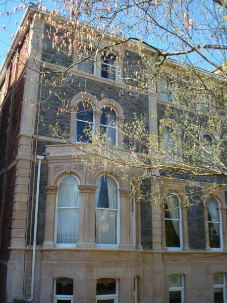 Lovely large double bedroom flat with private court yard and parking on Pembroke Road