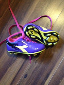 Diadora Soccer Cleats. Size 8 fit more like a 7