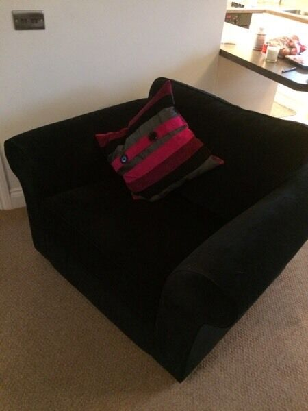 Snuggler / love seat / large chair