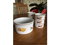 7 pieces of Royal Worcester tableware in the Evesham pattern