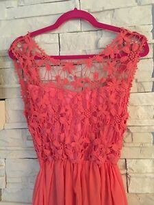 Coral Maxi Dress with Lace - Size/Grandeur Large - Robe coraille