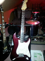 fender Stratocaster deluxe + 1993 lace sensor/case skb