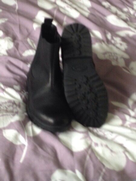 13.5F boots. Clarks. New