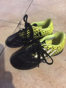 Children's indoor soccer shoes Adidas size 12 Cornwall Ontario image 1