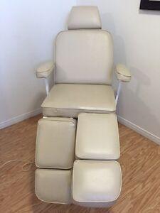 Chaise table esthétique