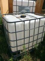 1000 litres plastic water totes with steel cage