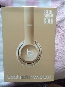 Gold BeatsSolo2 Wireless Headphones