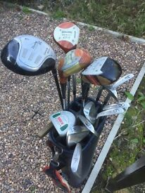 Here we have a full set of used golf clubs along with 7 balls, loads of T's and and bag