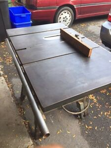 Cast iron Beaver Rockwell Table Saw . 200$ or best offer .