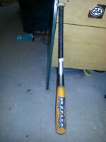 EASTON REFLEX BASEBALL BAT IN GREAT CONDITION ONLY 25$