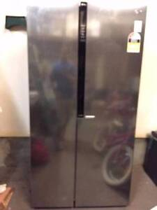 NEAR NEW LG side by side fridge Stainless steel (6year warranty) Mount Annan Camden Area Preview