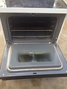 For sale  moffet electric self cleaning stove Windsor Region Ontario image 4