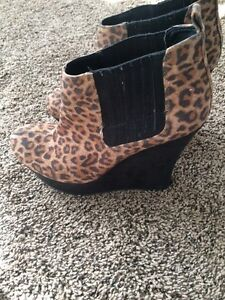 Guess leopard print boots Kitchener / Waterloo Kitchener Area image 2