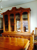 Beautiful Dining Table, 6 Chairs and Buffet/Hutch