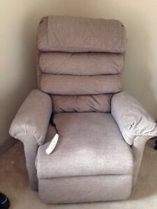 Power Lift and Reclining Lift Chair Kitchener / Waterloo Kitchener Area image 1