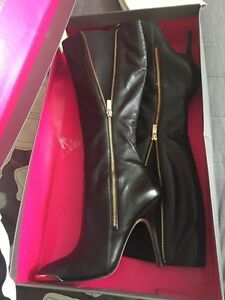 Leather ladies boots Vince Camuto like new