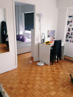 2 1/2 McGill Ghetto right beside campus! Lease Transfer July 1