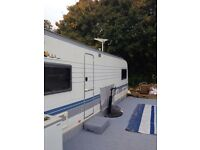 Hobby excellent 710 caravan, fixed bed, wet van