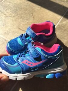 BRAND NEW Saucony girls size 6 runners Peterborough Peterborough Area image 1