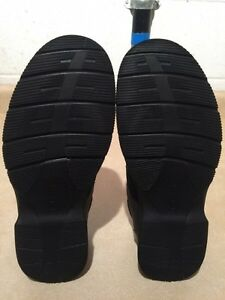 Men's Clarks Leather Slip-On Shoes Size 10 London Ontario image 5