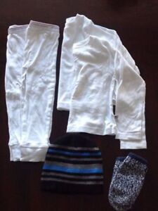 Thermal sets size 2-3 years, hat and mitts - Collingwood -Barrie