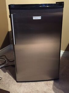 Mini Cuisinart Compact Fridge