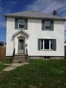 Large 3 Bedroom Home In Convenient South Side Location