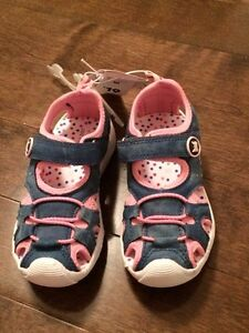 Brand new still tagged! Toddler running shoes size 10 West Island Greater Montréal image 2