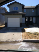 Spacious Townhouse in Warman!! GREAT FEATURES !!