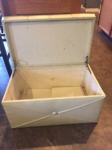 Vintage Storage Bench.  Ivory.  $40.00 Kitchener / Waterloo Kitchener Area image 2