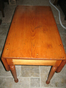 ANTIQUE CANADIANA PINE DROP LEAF TABLE 1800'S OR 1700'S