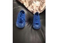 Converse size 5 perfect condition