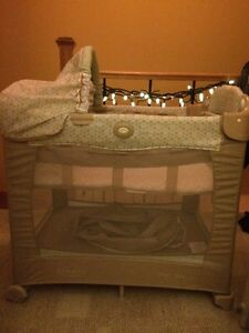 Graco travel Playard with Stages