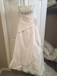 Price reduced-Beautiful wedding dress $300