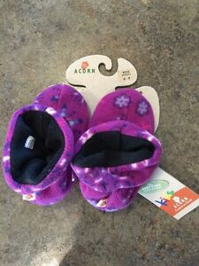 Little girls brand new with tags fleece slippers size 8-9 Kingston Kingston Area image 3