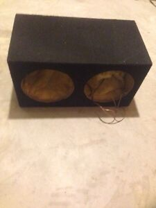 Like new enclosed subbox , fits 2 10 inch subwoofers