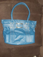 Avon Purse 10$  Use only one time , like new.  Size 11.5 /15 inc