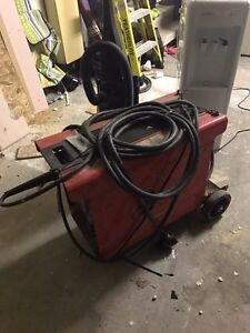 Welding Machine 180 amps, 220 volts  Regina Regina Area image 1