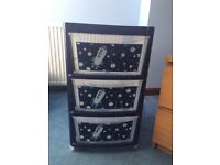 Boys storage drawers - new condition
