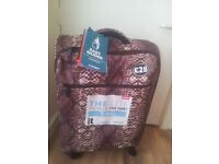 BNWT Ultra light weight Cabin Approved Suitcase on Wheels