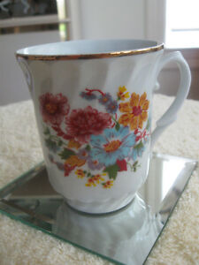 BEAUTIFUL VINTAGE CROWN REGENT FINE BONE CHINA TEA / COFFEE MUG