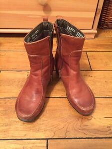 Hush puppies - winter leather booties - size 5.5