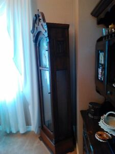 ANTIQUE GRANDFATHER CLOCK IN EXCELLENT CONDITION Windsor Region Ontario image 7